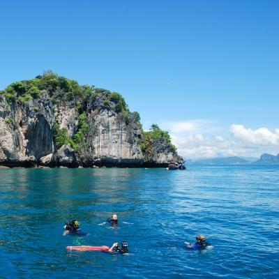 Projects Abroad volunteers go diving as part of our Conservation Project in Thailand for teens